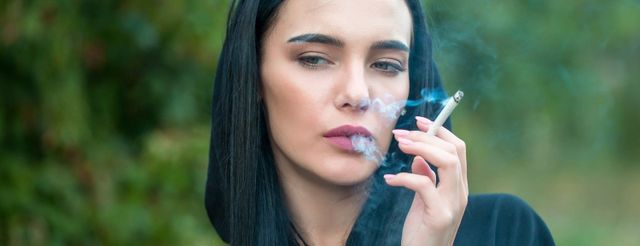 donna fumatrice fumo