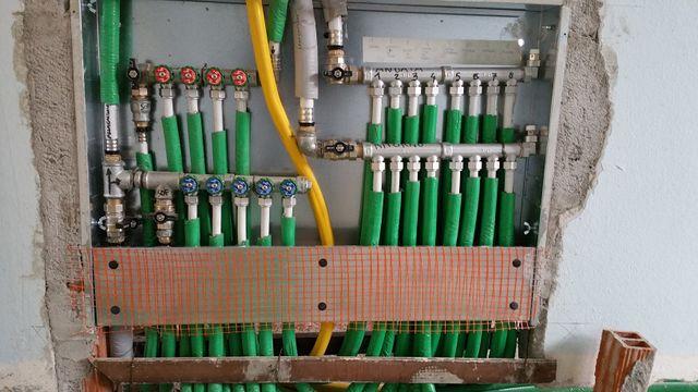 sistema di riscaldamento con vari tubi