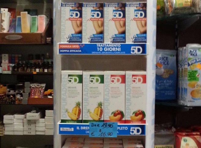 medicalia erboristeria sanitaria farmacia scaffali con prodotti