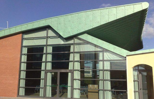 facciata continaua con rivestimento in alluminio verde