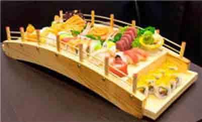 barca con specialita tipiche giapponesi
