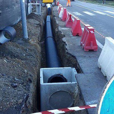 uno scavo con un grande tubo
