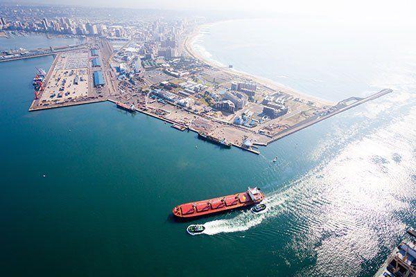 Vista aerea di un porto
