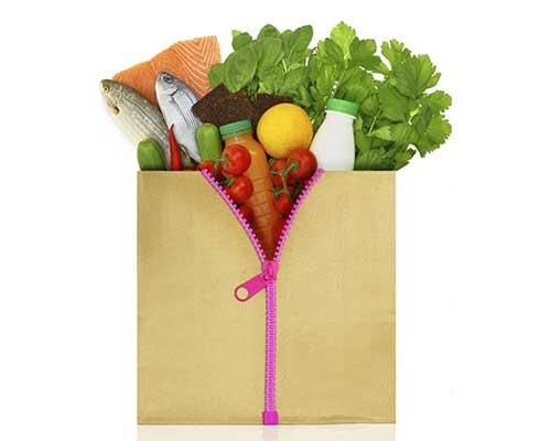Borsa con cerniera contenenti vegetali, frutta,pesce