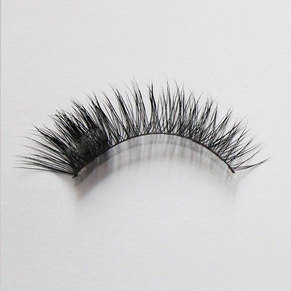 chelsea fake lashes