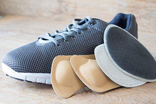 scarpa sportiva con plantari