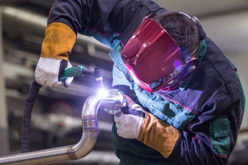 Disponiamo infatti di artigiani specializzati nella realizzazione di telai, lamiere stampate, kart in acciaio inox e ferro, intelaiature per attrezzi agricoli.