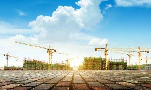 Paesaggio di gru di costruzione