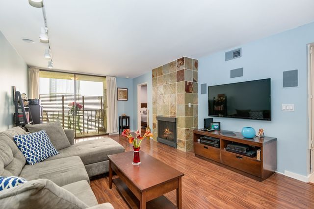 4415 Saugus Ave #305