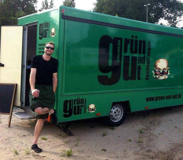 veganer food truck hamburg veganes essen gr n und gut. Black Bedroom Furniture Sets. Home Design Ideas