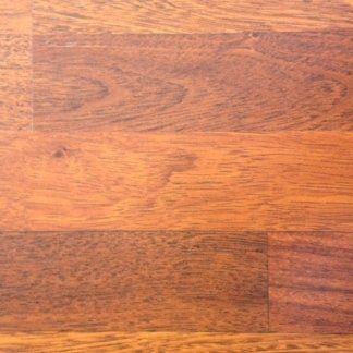 pavimento in laminato marrone