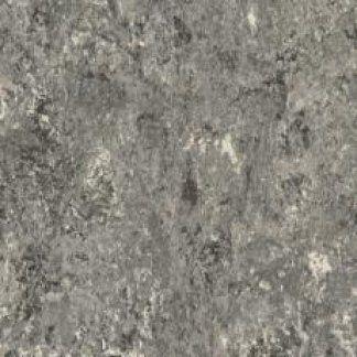 pavimento in laminato grigio
