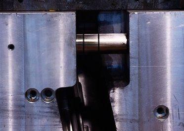 incastro tubo in ferro all`interno di una guida