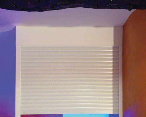 una tapparella in PVC bianco