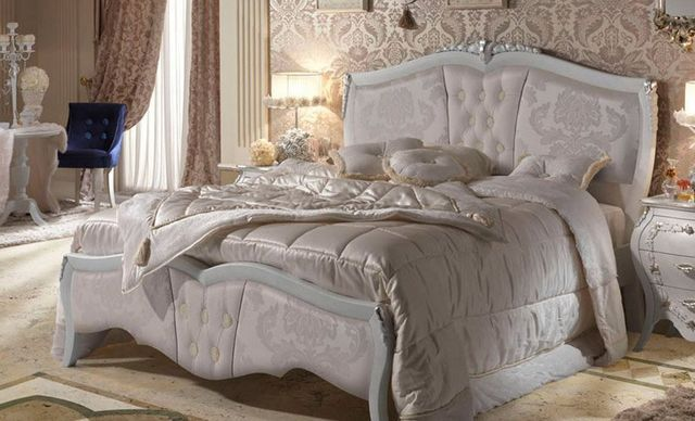 Camera da letto con tetto di legno