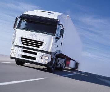 Camion di trasporto bianco