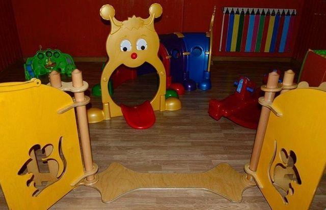 giochi per bambini di colore giallo e rosso
