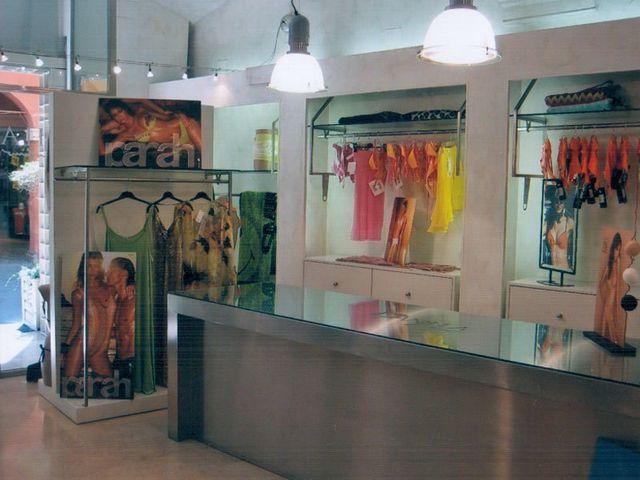 assortimento articoli di lingerie e abbigliamento intimo