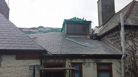 Replacing roof tiles