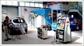 interno di officina meccanica