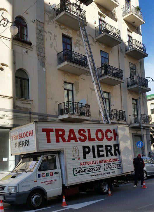 Veicoli di Traslochi Pierri per il trasporto in provincia di Salerno