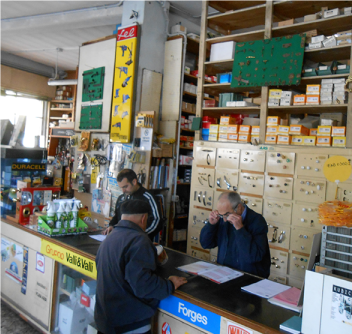 il personale del negozio di ferramenta