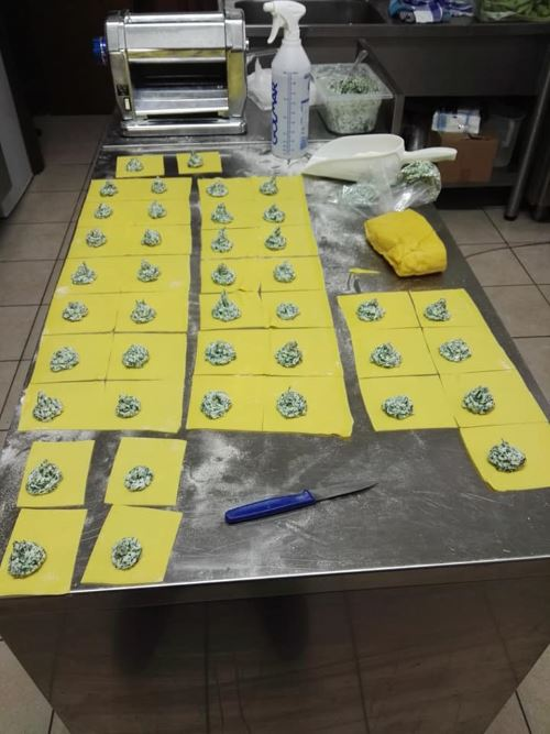 delle sfoglie di pasta fresca con ripieno