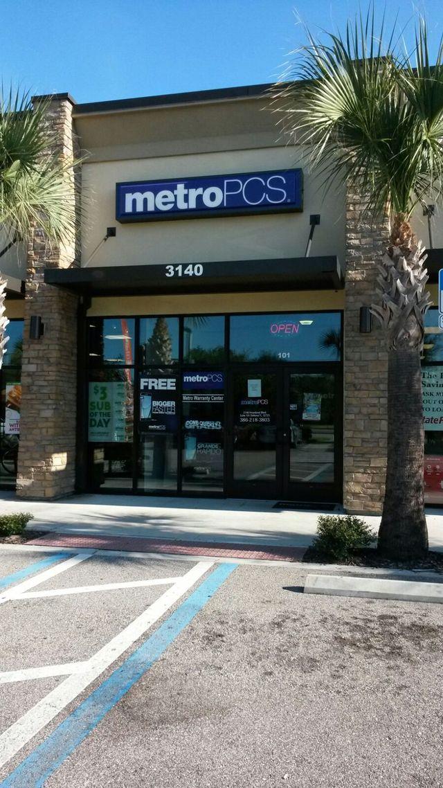 Howland Blvd  Deltona FL Metro PCS Authorized Dealer - Giant