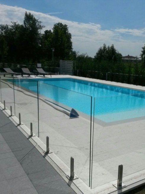 Parapetti in vetro per piscine mantova brescia leali vetri service - Piscina in vetro ...