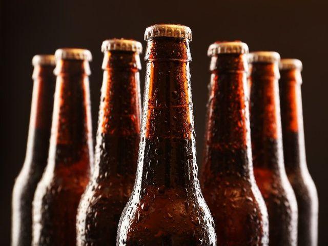 birre in bottiglie marroni