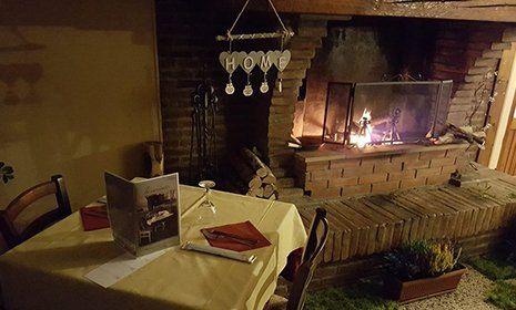 Interno del ristorante pizzeria La Cascinetta a Gerre De' Caprioli