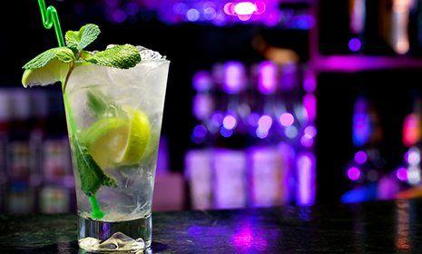 Cocktail al bar del ristorante pizzeria La Cascinetta a Gerre De' Caprioli