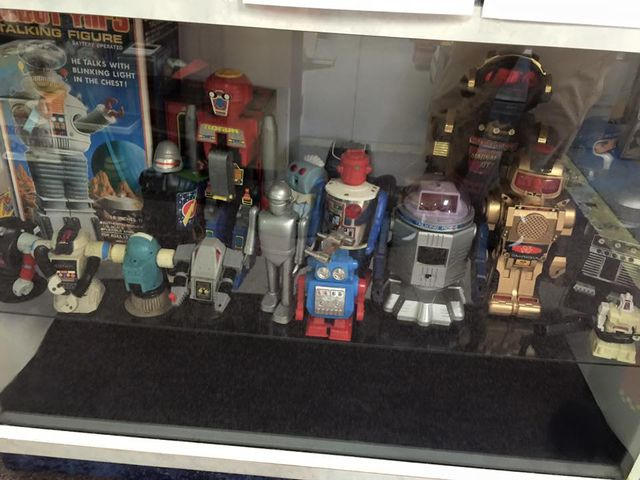 robot figurines