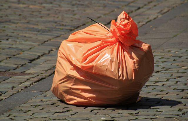 delle buste nere della spazzatura