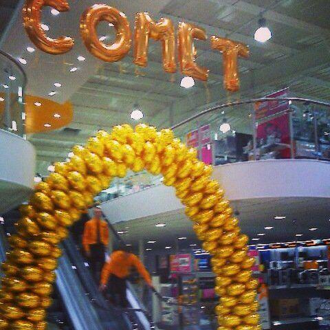 golden balloon arch