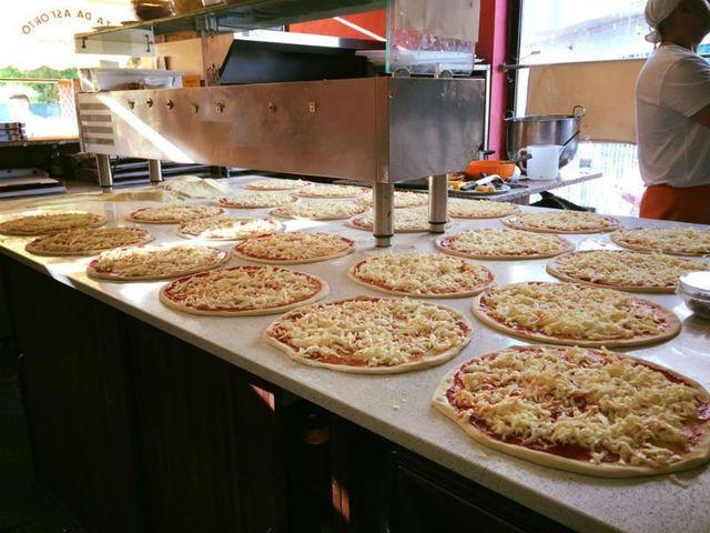 Pizza di formaggio avanti forno