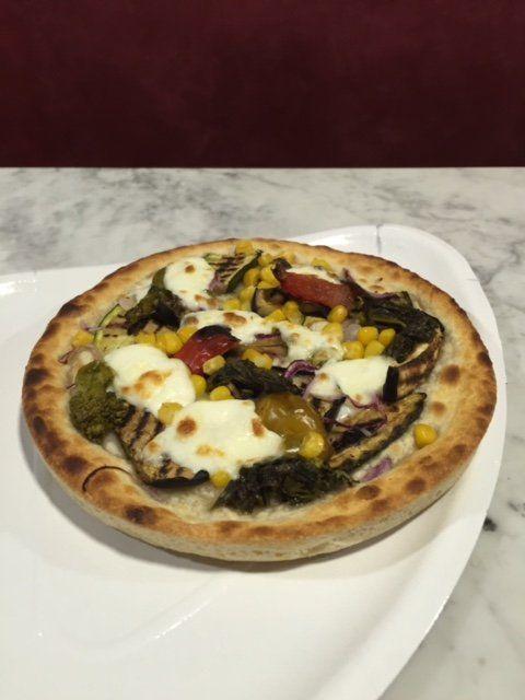Pizza farinata di salami da asporto
