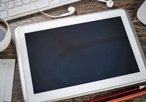 Un tablet sulla scrivania