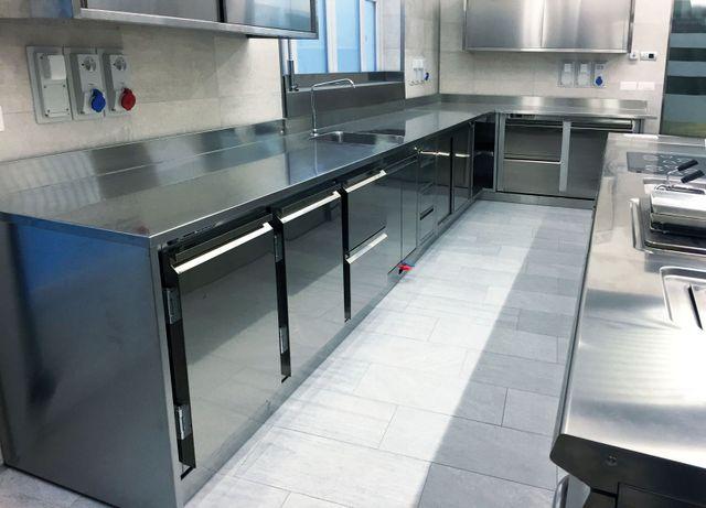 cucina professionale per ristorante in acciaio