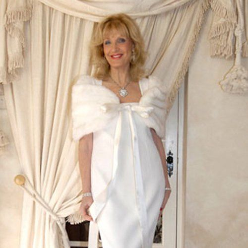 a lady wearing a white dress