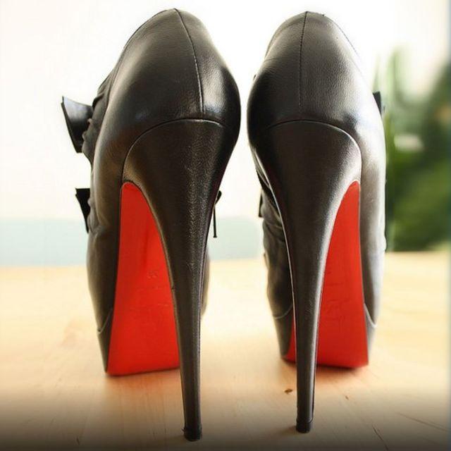 Esempio di scarpe da donna con tacco alto riparate da Tacco Matto a Ciriè, in provincia di Torino