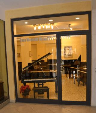 Casa Musicale De Luca offre: