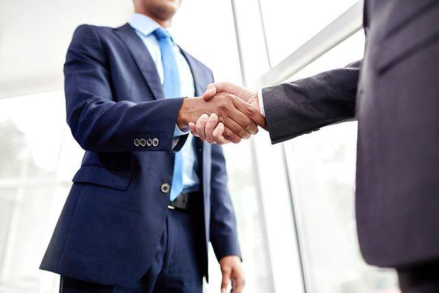 buisness men shaking hands