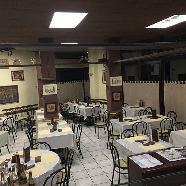 sala interna di una pizzeria