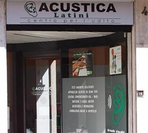 portone entrata ACUSTICA LATINI CENTRO PER L`UDITO