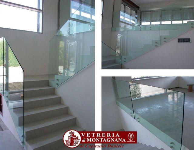 scale con parapetti in vetro