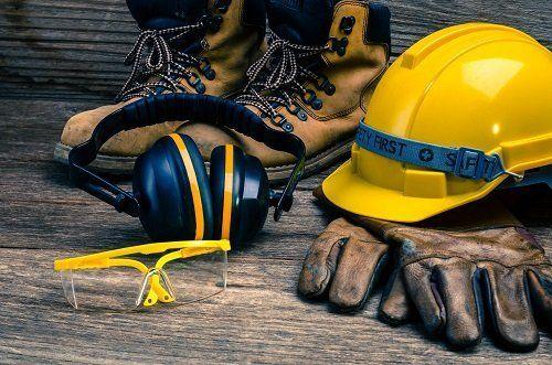 Guanti, occhiali, casco, cuffie e calzature antinfortunistica