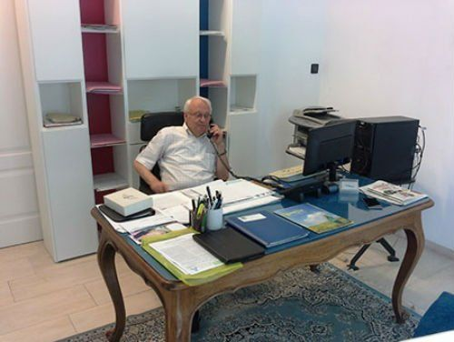 Signor parlando al telefono