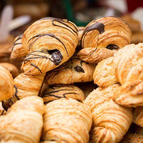 primo piano di croissants