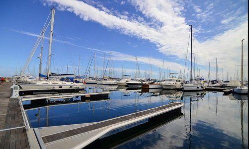 Vista di una darsena di imbarcazioni